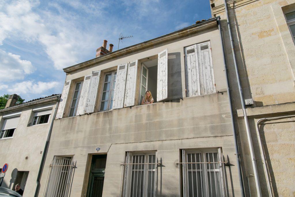 Mi casa bordelaise – Ich schaue aus dem Schlafzimmerfenster.
